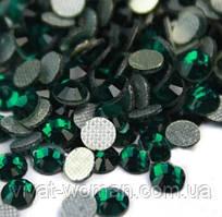 Стразы DMC, Emerald SS16 термоклеевые. Цена указана за 144 шт