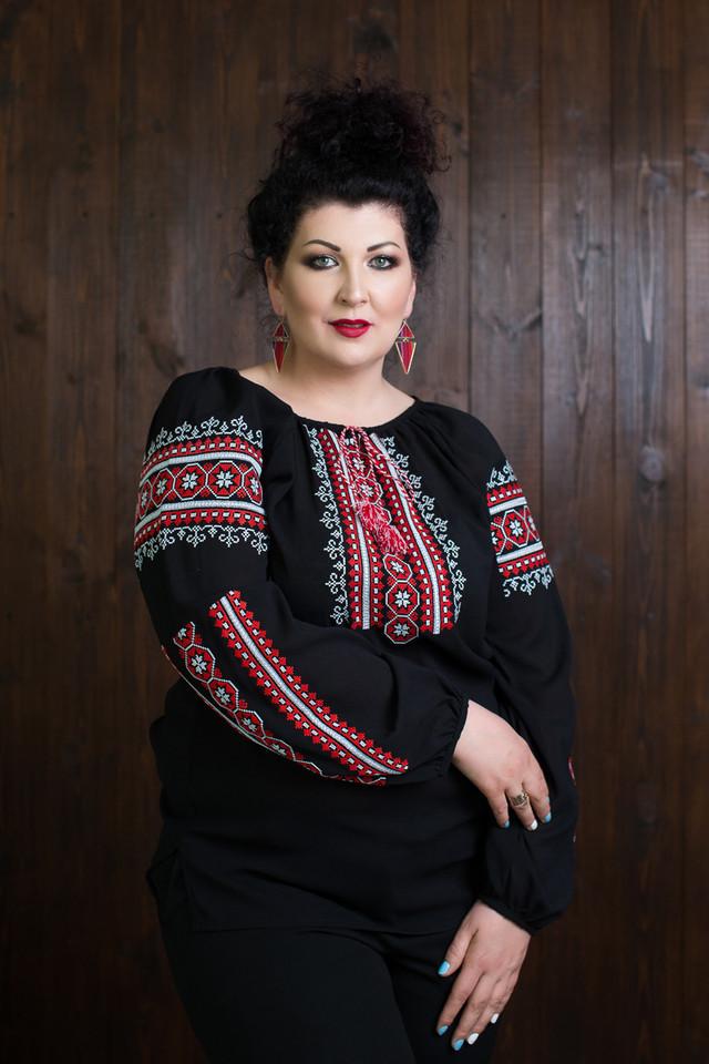 Молодежная женская вышиванка больших размеров