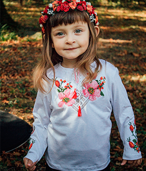 Для юних модників-патріотів ми пропонуємо трикотажні вишиванки та вишиті  футболки b7b2245fa3571