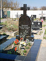 Крест над одиночной могилой