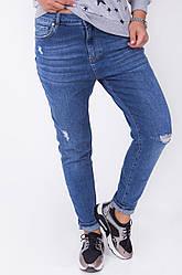 Стильные женские джинсы с потертостями тренд 2017