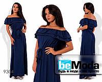 Нарядное женское длинное платье с воланами на плечах синее