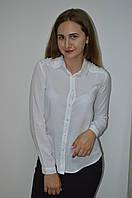 Женская блуза  с бусинками на плечах