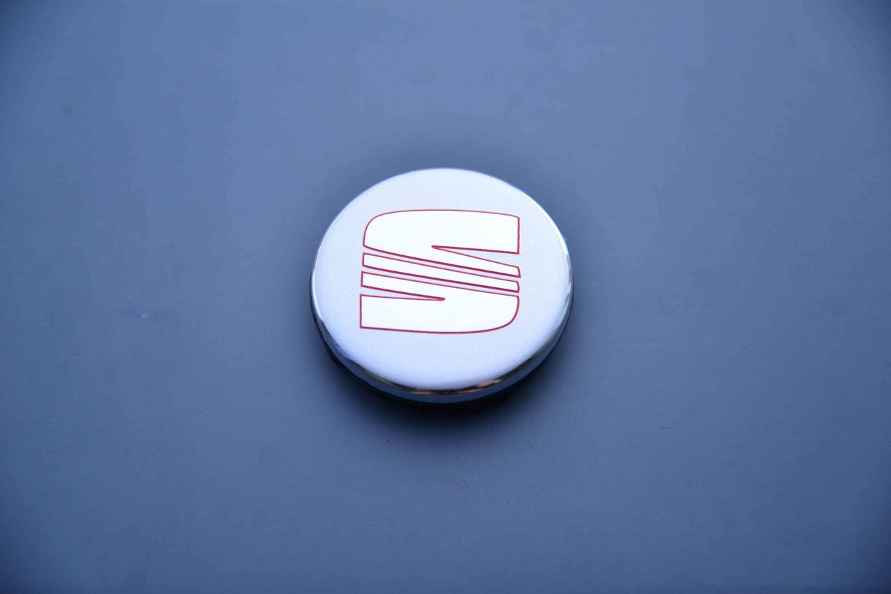Колпачки заглушки на литые диски в диски Сеат Seat 55/52/7 мм 6LL 601 171 серый/хром