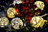 """Новогодняя гирлянда от сети из плетеных шариков """"Праздничное настроение"""""""
