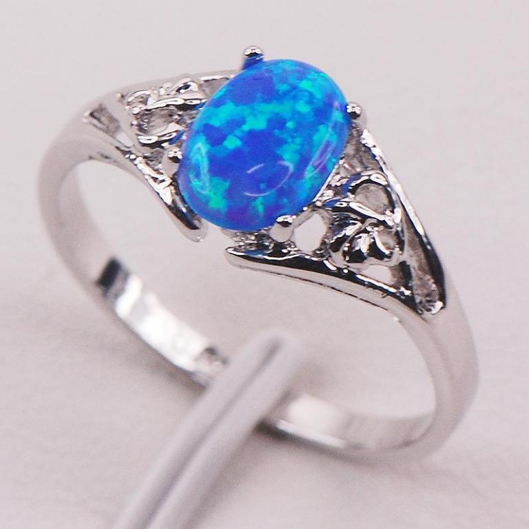 Опал кольцо с опалом в серебре. Размер 18