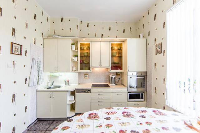 светлая уютная кухня
