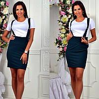 Модный комплект: белая футболка и облегающаяя юбка на подтяжках в школьном стиле