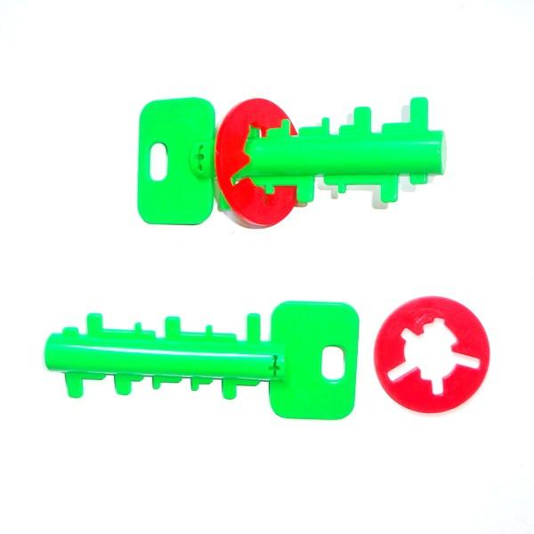 Разные пластмассовые головоломки