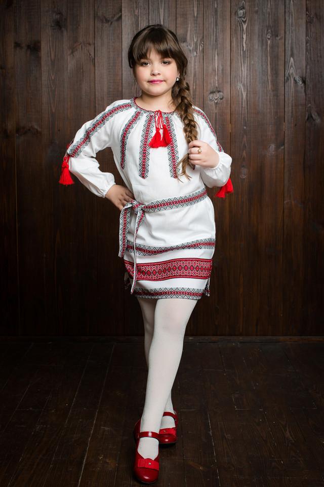 Красивое вышитое детское платье с домотканой ткани