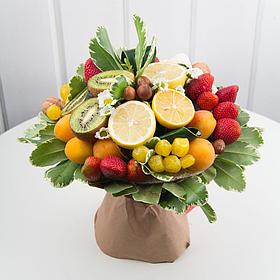 Роскошный букет из фруктов и цветов