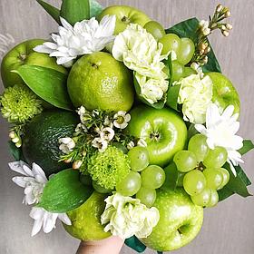 """Букет из фруктов и цветов """"Изумрудный"""""""