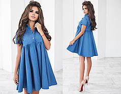 Модное джинсовое платье приталенного силуэта, украшено пуговицами.