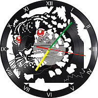 Настенные часы из виниловых пластинок Леопард