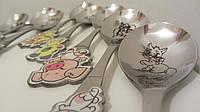 Подарочные столовые приборы для детей на праздник мультяшные персонажи на именных ложках