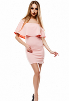 Облегающее платье с открытыми плечами и воланом