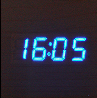 Электронные часы с синей подсветкой от  батареек куб 1293