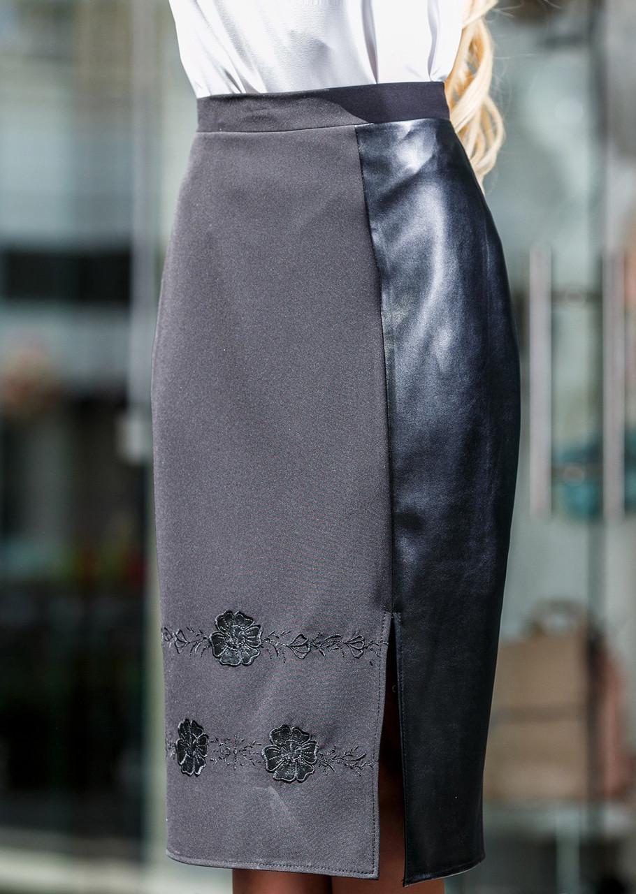 Стильная черная юбка с вышивкой и эко-кожей