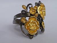 Двухцветное кольцо с черной позолотой и золотыми цветами Размер 17
