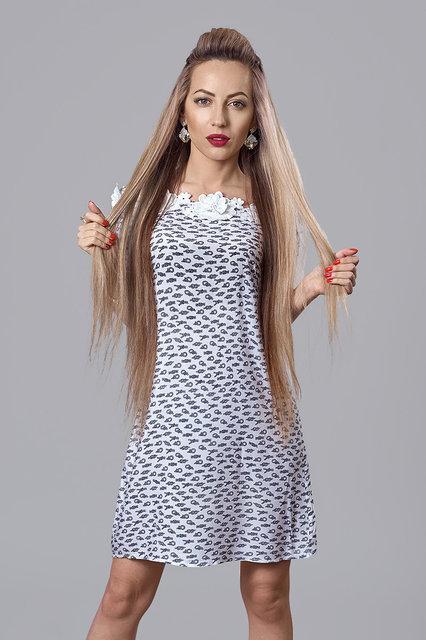 Льяное летнее платье в полоску с кружевом