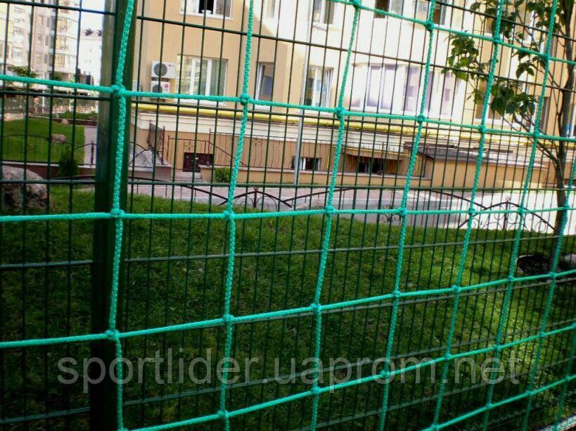Сетка заградительная для ограждения  футбольных полей