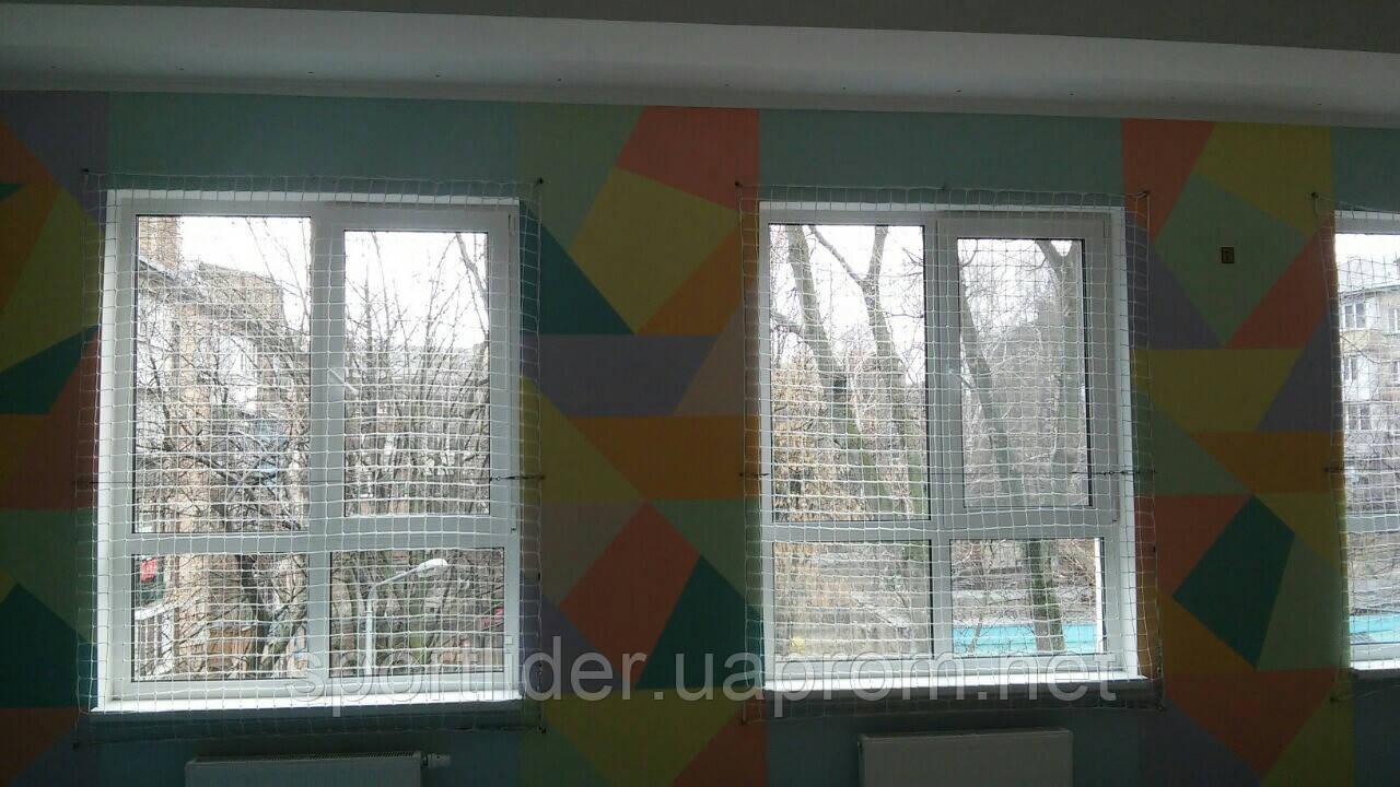 Защитная сетка на окна спортзала