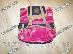 Женский рюкзак розового цвета.