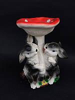 Садовая фигура зайцы с грибом