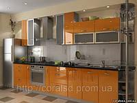 Кухни с крашеными фасадами и стекло