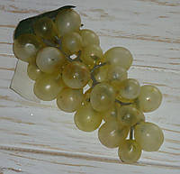 Виноград зеленый  средний 15 см