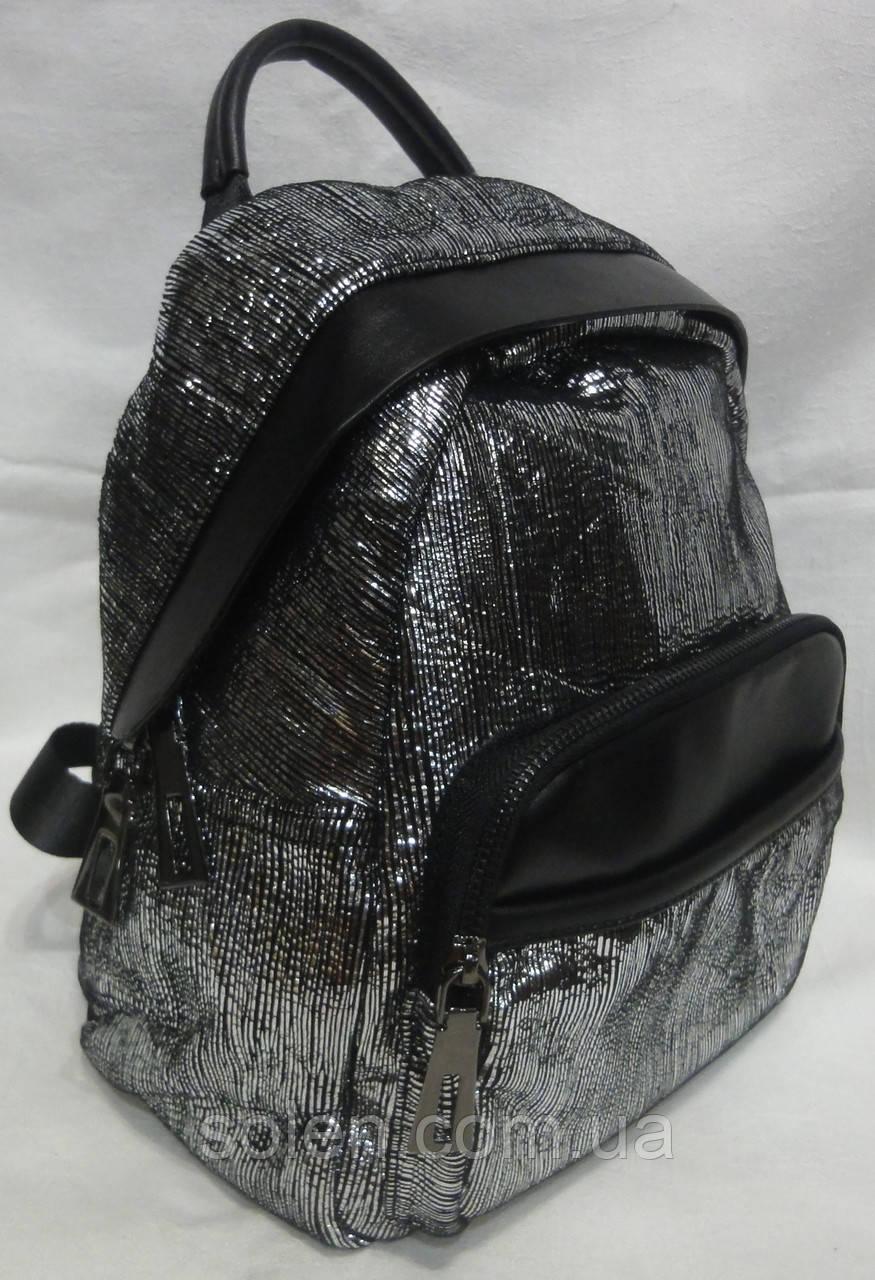 Серебряный кожаный рюкзак.