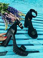 Эпатажные босоножки женские и на толстом каблуке с пряжкой закрытая пятка в черном цвете кожа замша