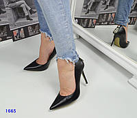 Туфли женские с декором на пяточке черные