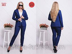 Женский стильный брючный джинсовый костюм больших размеров: жакет и брюки