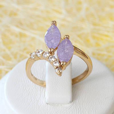 002-2629 - Позолоченное кольцо с лиловыми с блёстками и прозрачными фианитами, 17, 18, 18.5 р