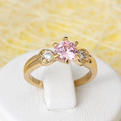 002-2646 - Позолоченное кольцо с розовым и прозрачными фианитами, 17 р