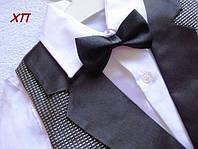 Очень нарядный костюм-тройка с бабочкой для мальчика, жилетка с серебристой парчи с атласом на 5, 6, 7, 8 лет