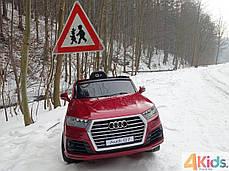 Детский электромобиль Audi Q7 бордовый лак, кожа, 2 мотора по 45 ватт, фото 2