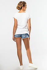 Модна жіноча футболка біла з малюнком Дівчина, фото 3