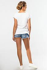 Модная женская футболка белая с рисунком Девушка, фото 3