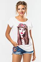 Модная женская футболка белая с рисунком Девушка