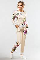 Нарядный бежевый женский костюм с принтом Цветы