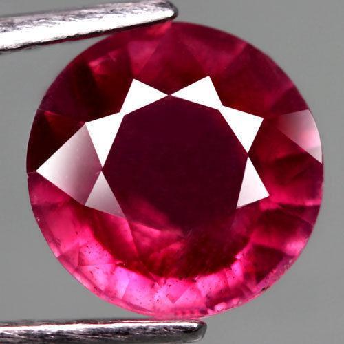 Рубин натуральный  2.75CT     8 мм.