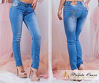 Стильный женские джинсы с потертостями