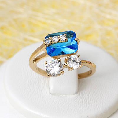 002-2673 - Позолоченное кольцо с ярко-голубым и прозрачными фианитами, 16.5 р