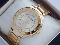 Женские кварцевые наручные часы Pandora золотого цвета