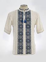 Вязаная рубашка с коротким рукавом и синим орнаментом