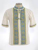 Вязаная вышиванка с коротким рукавом в национальных цветах