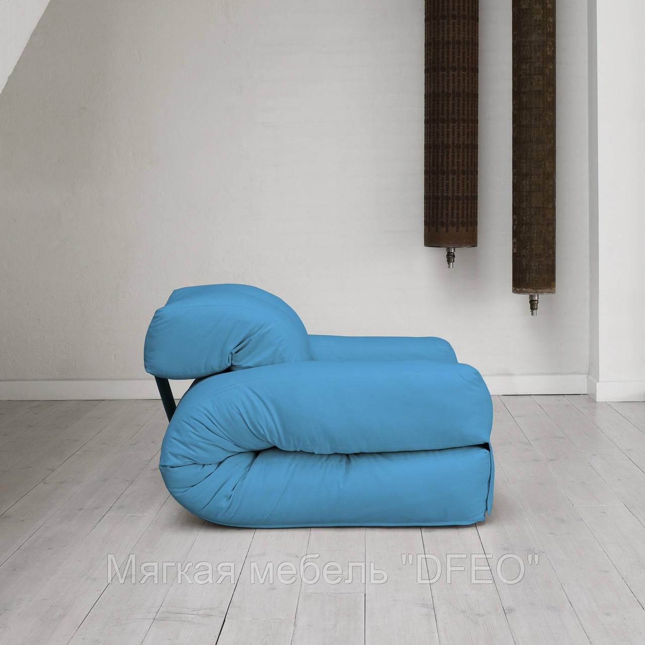 Кресло голубого цвета