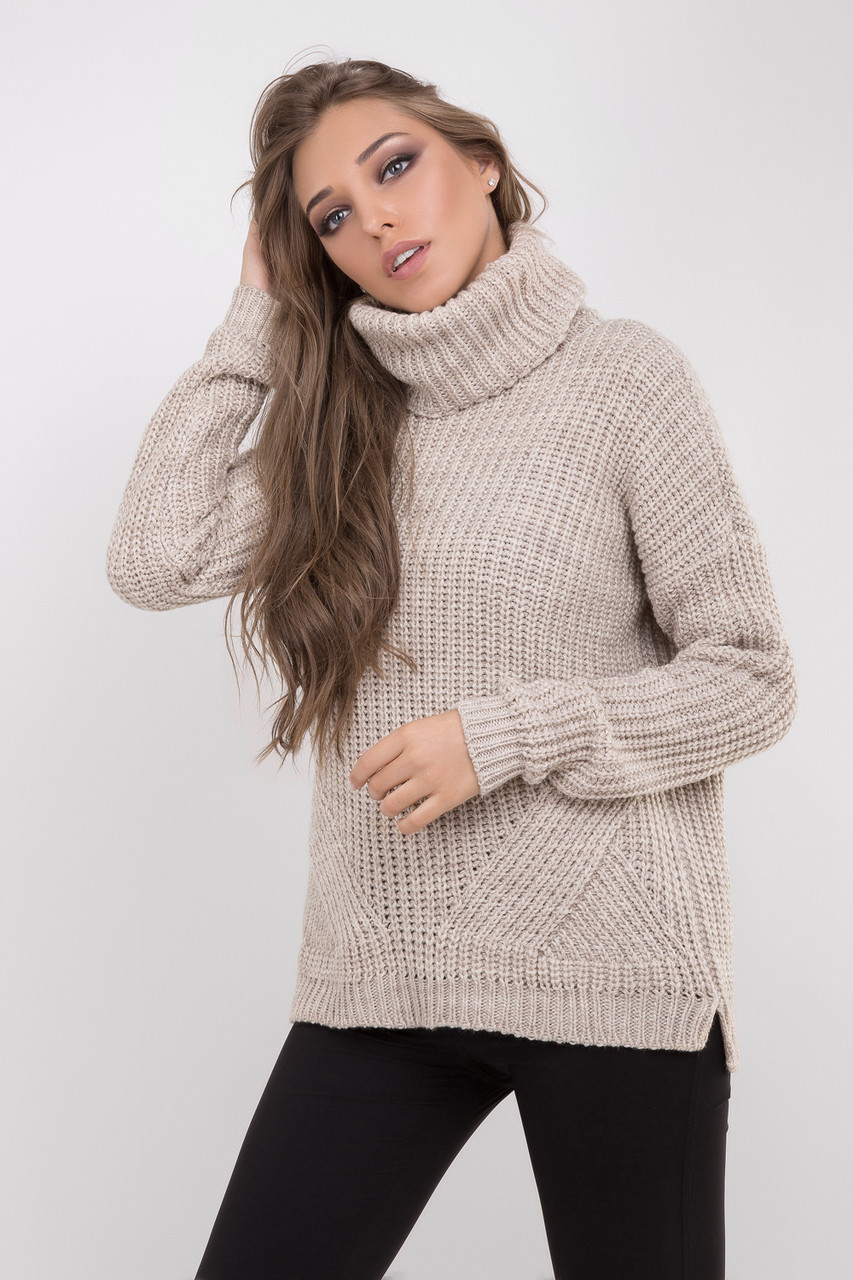 Уютный демисезонный женский свитер цвета лен